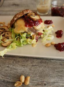 Erdnuss-Preiselbeeren-Burger