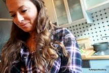 Ich bei meinen Vorbereitungen in meiner kleinen Küche