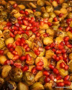 Weihnachtsessen - Gebackener marinierter Rosenkohl mit Granatapfelkernen