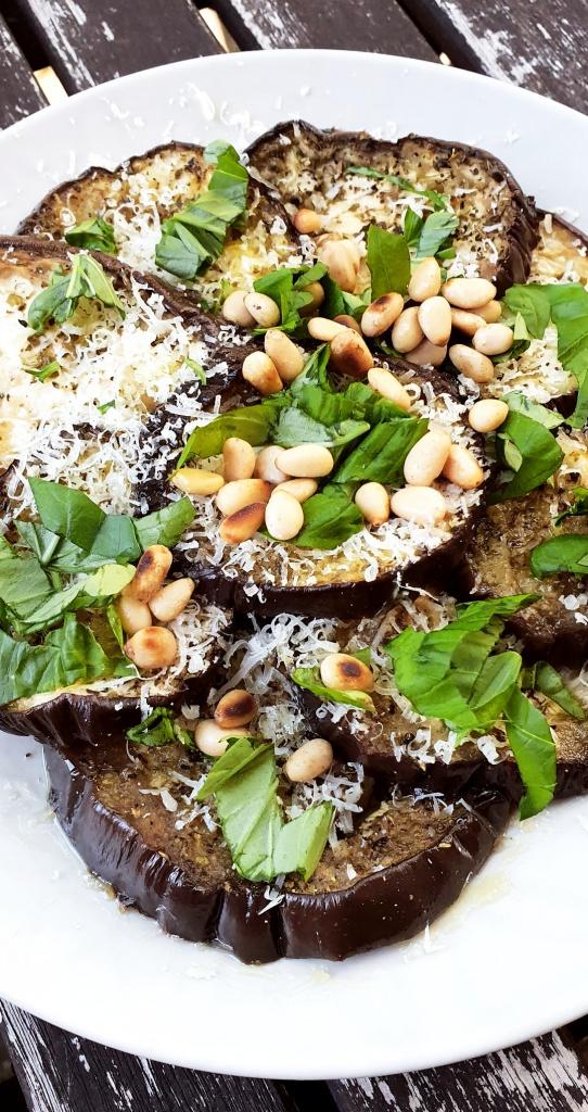 Vegetarisches Carpaccio aus Auberginen